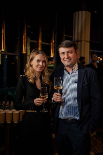 Руководитель группы продаж службы по работе с VIP-клиентами ФК «Зенит» Александр Каргин и Олеся Пицур