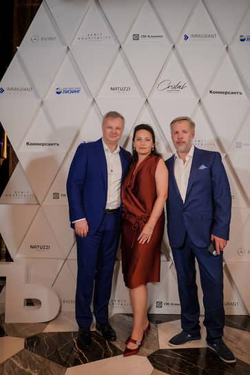 Генеральный директор ИД «Коммерсантъ» в Санкт-Петербурге Максим Ефимов и бизнесмен Сергей Пупко с супругой Мариной