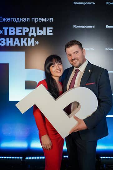 Директор школы Brookes Saint Petersburg Марк Брум с супругой Любовью