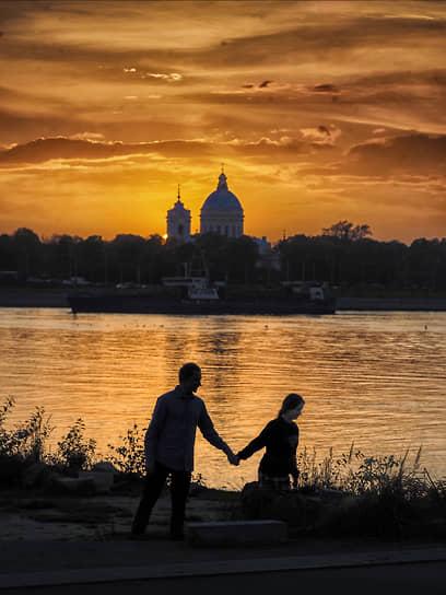 Виды Санкт-Петербурга. Пара на закате