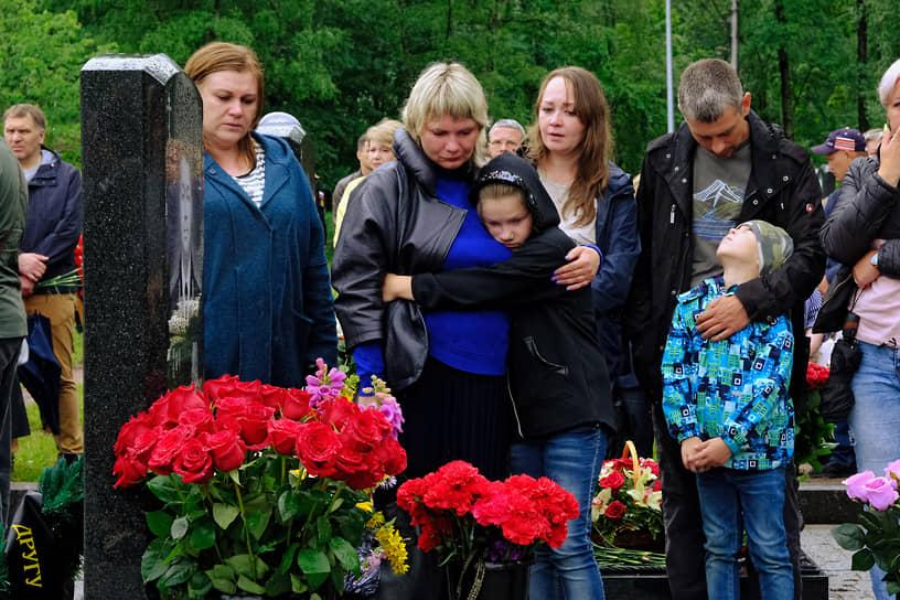 Церемония открытия мемориала офицерам-подводникам, погибшим в Баренцевом море 1 июля 2019 года в результате аварии на атомной глубоководной станции (подводной лодке) АС-31 ВМФ России