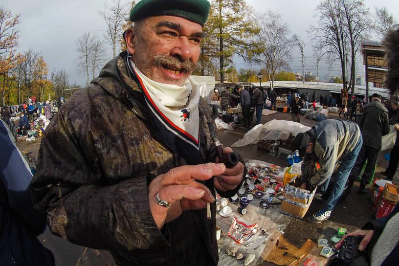 Продавец на рынке возле станции Удельная