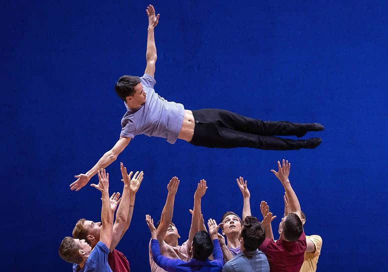 """Ежегодный Международный Фестиваль балета Dance Open на сцене театра """"Балтийский дом"""". Балет Brahms Party на музыку """"Любовных песен"""" композитора Иоганнеса Брамса в постановке Антона Пимонова"""