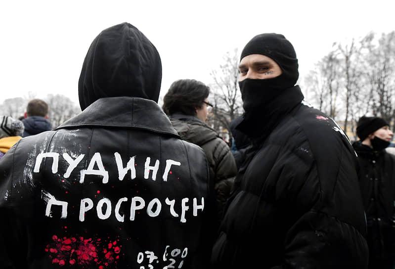 Несогласованная акция в поддержку политика Алексея Навального на Сенатской площади. Участники акции