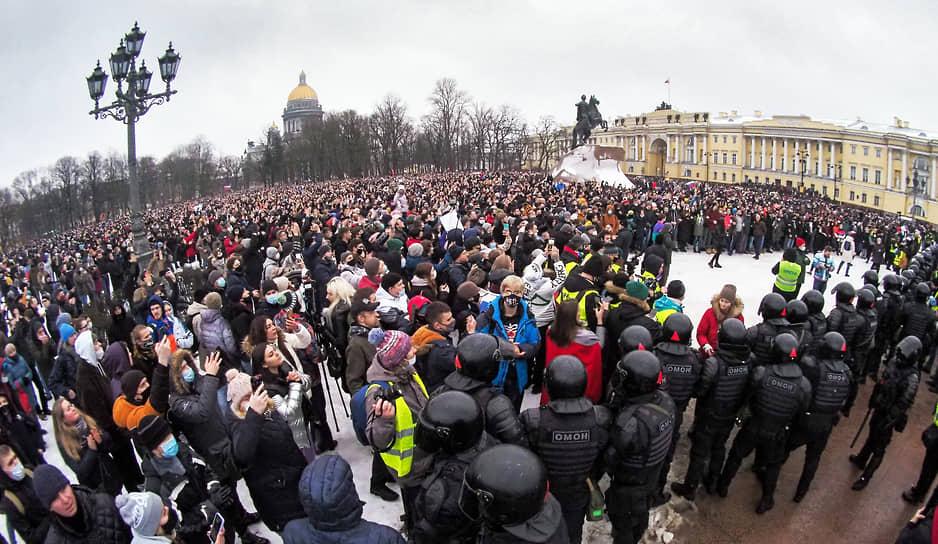 Митинг в поддержку Алексея Навального на Сенатской площади
