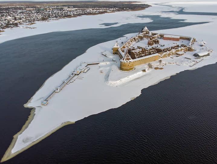 Крепость Орешек на Ореховом острове в истоке реки Невы