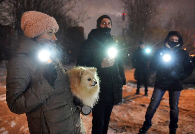 """Протестная акция """"Любовь сильнее страха!"""" в поддержку политика Алексея Навального"""