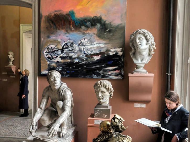 Выставка бывшей главы аппарата Минобороны России Евгении Васильевой в Музее академии художеств