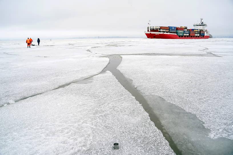 Патрулирование акватории Финского залива Поисково-спасательной службой Санкт-Петербурга