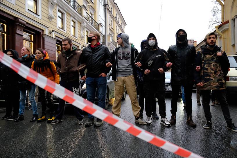 Несогласованная акция в поддержку политика Алексея Навального в центре города