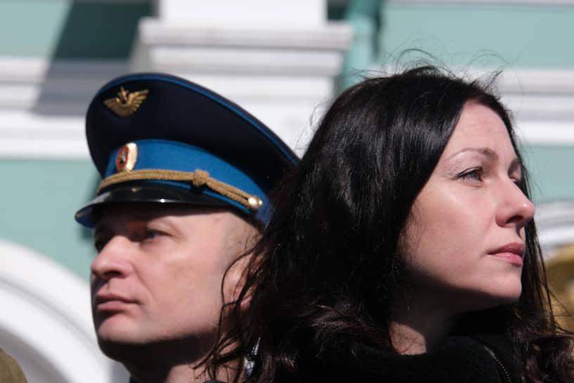 Военный парад на Дворцовой площади, посвященный 76-й годовщине Победы в Великой Отечественной войне. Зрители во время парада