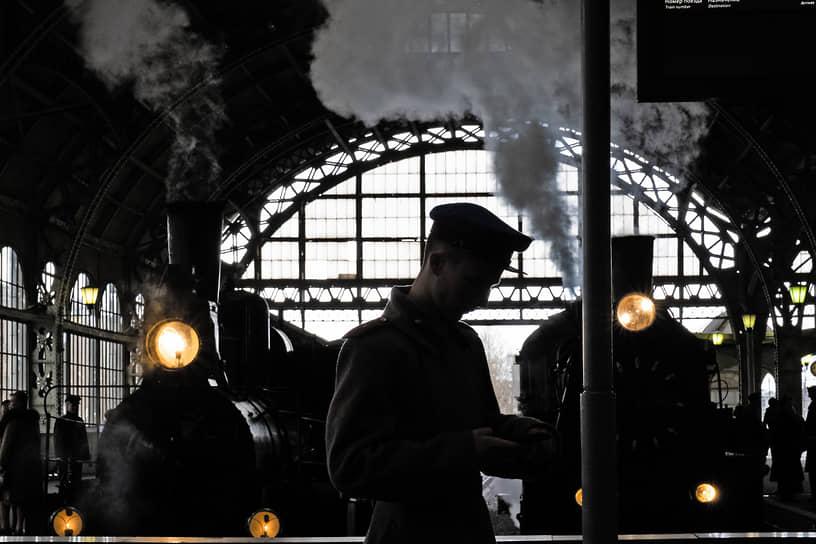 Театрализованная реконструкция встречи фронтовиков 1945 года на Витебском вокзале. Парад паровозов времен Великой Отечественной войны