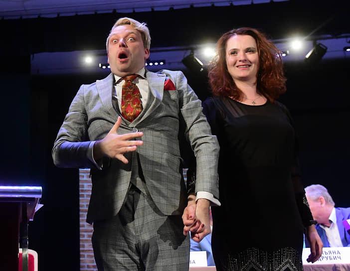 Церемония вручения премии «Национальный бестселлер»—2021 в Доме актера. Лауреат премии Александр Пелевин во время церемонии