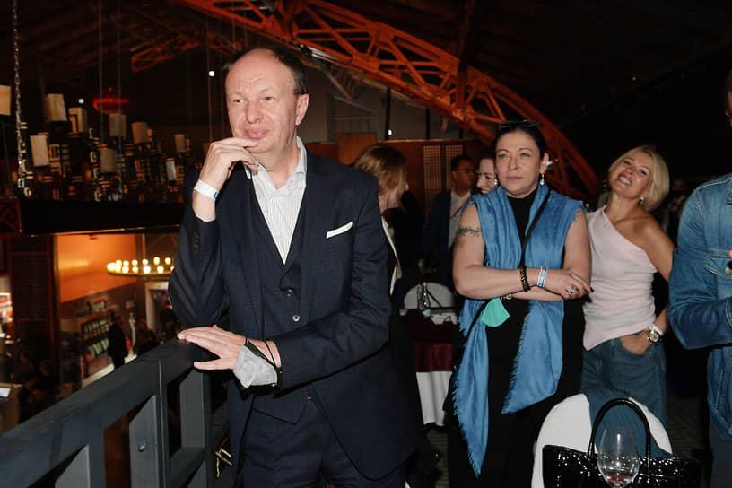 Бизнесмен Михаил Сеславинский (слева) и коммерческий директор информационного агентства и радио Sputnik Валерия Любимова (в центре)