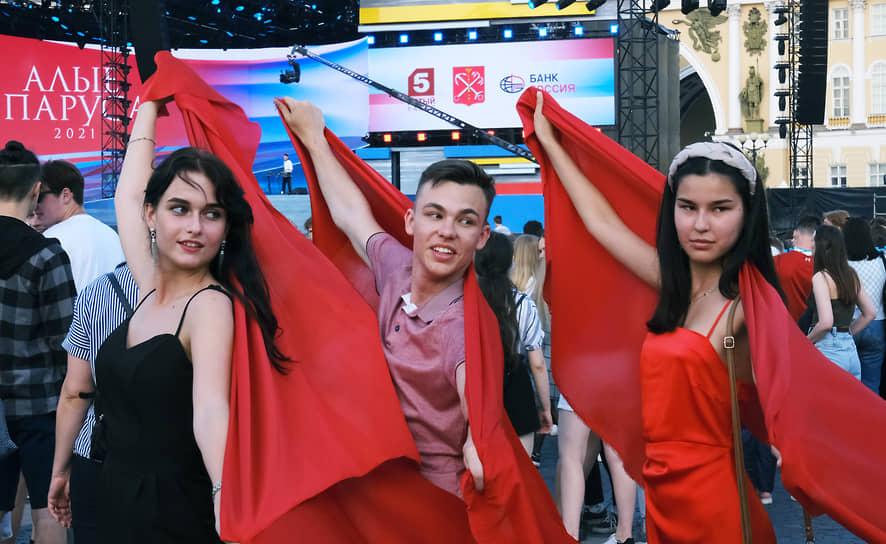 Выпускники на Дворцовой площади