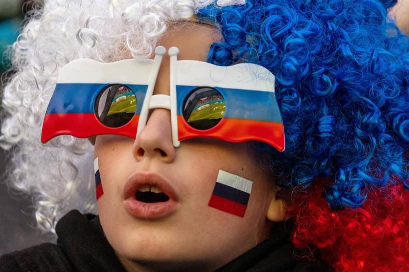 Болельщики в фан-зоне на Конюшенной площади во время матча между сборными Бельгии и России