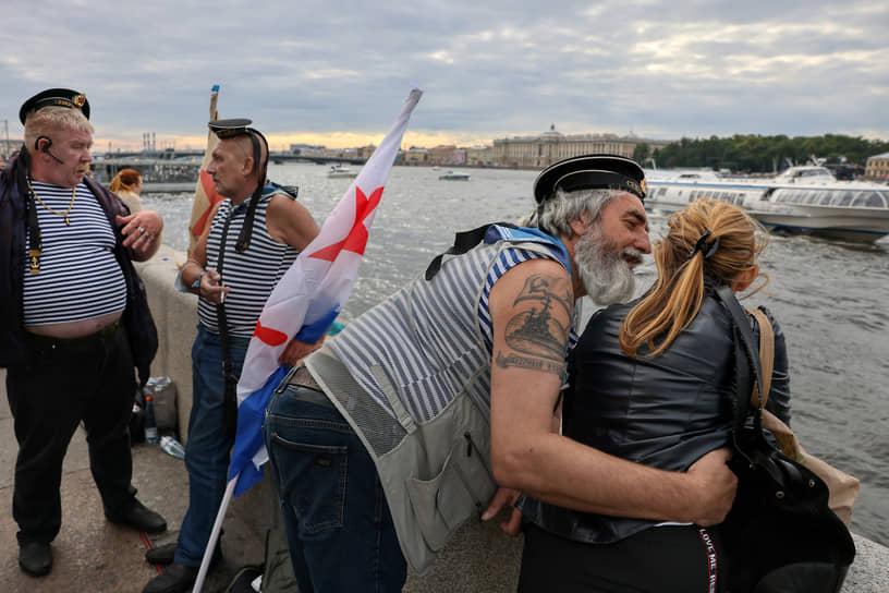 День Военно-морского флота (ВМФ). Народные гуляния на набережной Невы
