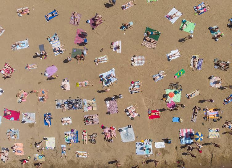 Отдыхающие на пляже Суздальских озер