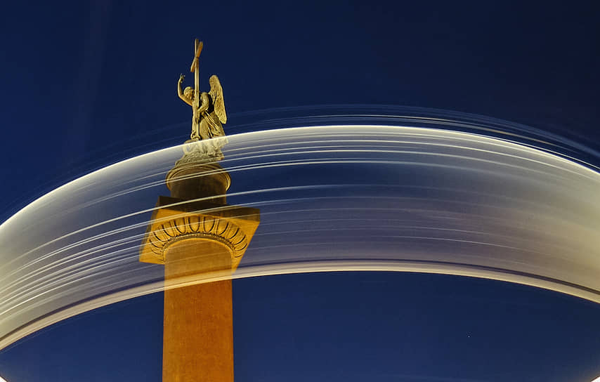 Фигура Ангела на Александровской колонне Дворцовой площади