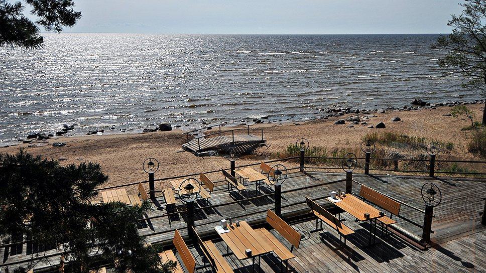 Сегодня пляжи передаются инвестору на условиях краткосрочного договора аренды, зачастую предприниматели берут в аренду только часть прибрежной земли для благоустройства и создания на ней ресторана или кафе