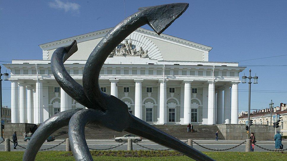 Покинутый Центральным военно-морским музеем памятник мирового значения остается бесхозным и начинает разрушаться, а новые хозяева для него так и не найдены