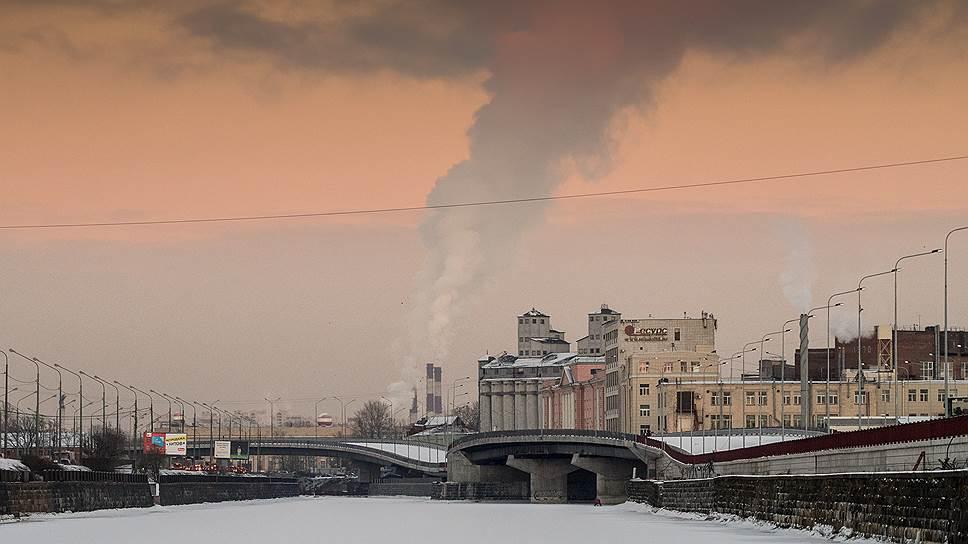 Выбросы диоксида серы в атмосферу в России в 2014 году были примерно в 11 раз выше, чем в Германии, в шесть раз выше, чем в Японии, и сопоставимы с выбросами в США