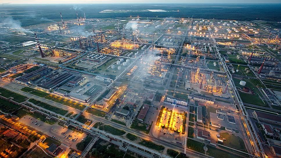Пока нет определенного технологического стандарта, скрывающегося за терминами «умная энергетика» и «умные сети». Если в США упор делается на развитие магистральных и распределительных сетей, то в Европе — больше на объединение большого количества распределенных источников энергии в единую сеть