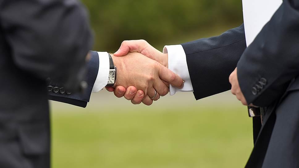 Как правило, позволить себе равное распределение долей компании могут владельцы лишь малого бизнеса. В крупной компании должна быть четкая вертикаль власти