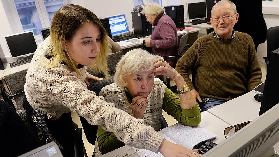 Программы обучения компьютерной грамотности людей пенсионного возраста могут рассматриваться в сфере КСО как развитие местного сообщества
