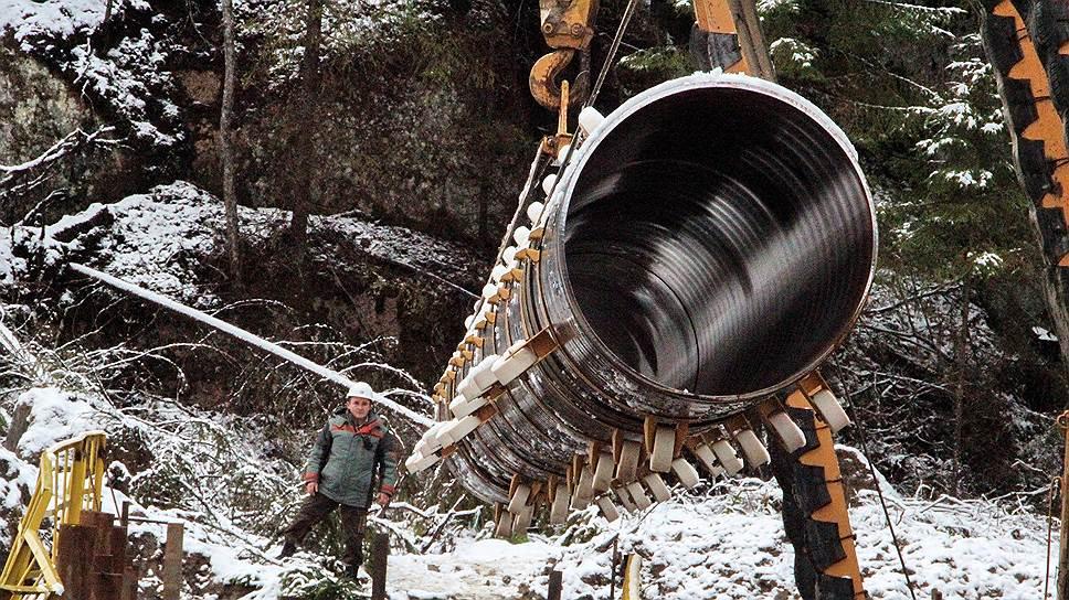 Nord Stream 2 будет поставлять газ в Европу из крупнейшего Бованенковского месторождения на полуострове Ямал на севере России. Запасы газа на месторождении оцениваются в 4,9 трлн куб. м, что более чем в два раза превышает разведанные запасы ЕС (1,9 трлн)