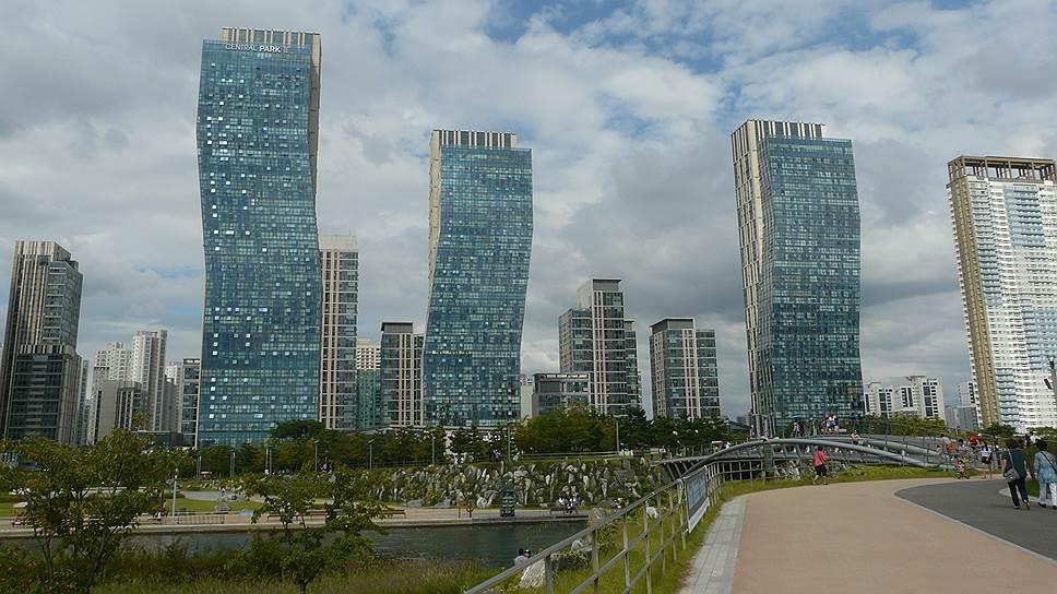 Явное преимущество города-спутника — самодостаточная экономика, что значительно уменьшает нагрузку и затраты на транспортную инфраструктуру