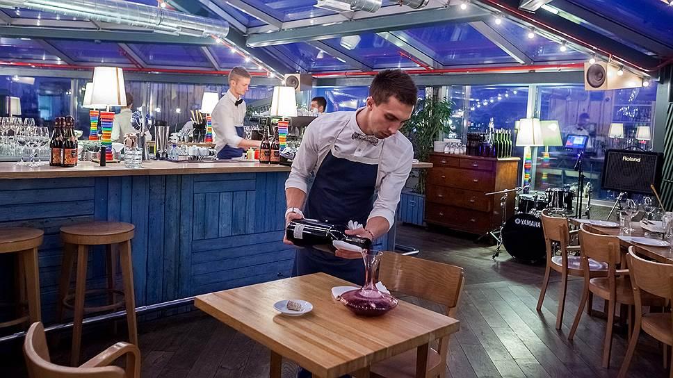 Наряду с нежеланием переплачивать в ресторанах гости предъявляют повышенные требования к уровню сервиса, а также к меню, что значительно усложняет и так непростую жизнь рестораторов