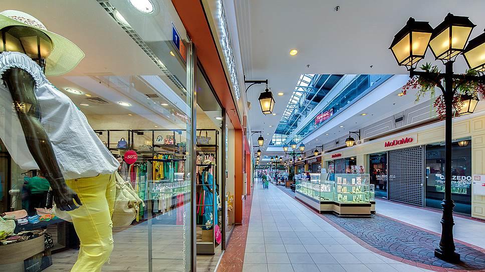 В настоящее время количество профессиональных управляющих компаний, которые не связаны с владельцами торговых центров, сокращается