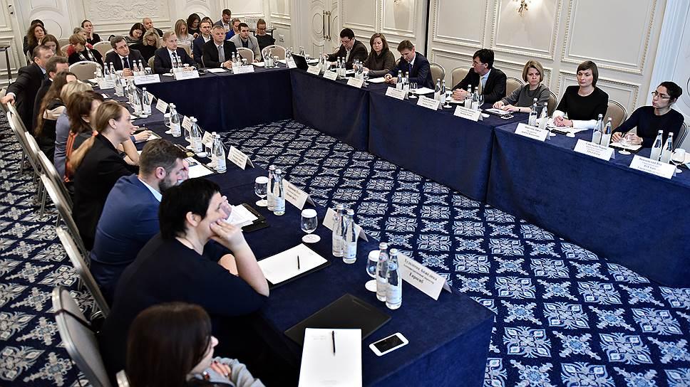 Участники круглого стола обсуждали, какие факторы влияют на перемены, происходящие в компании, как создать корпоративную культуру, открытую прогрессу больше, чем сопротивлениям, а также говорили о лучших практиках бизнес-трансформаций в российских и западных компаниях
