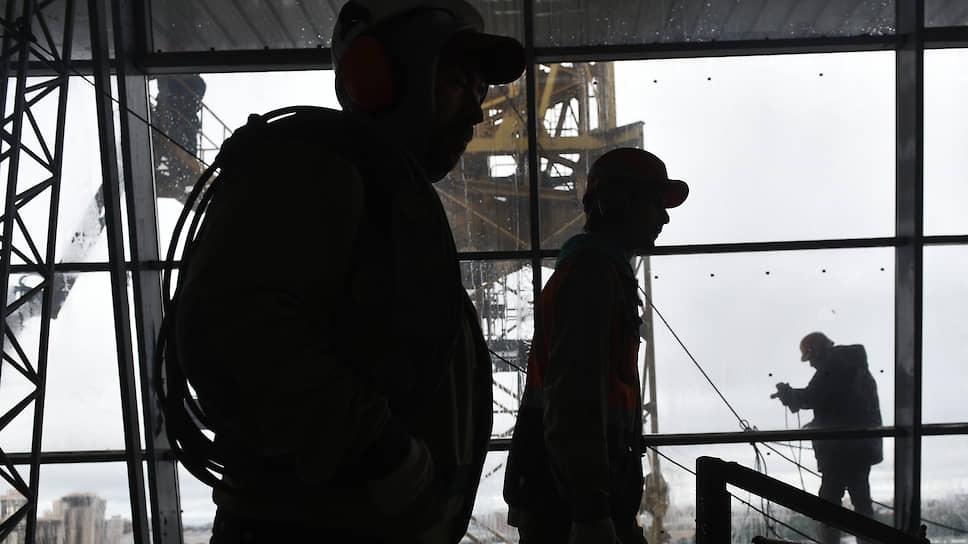 Среди сотрудников строительных специальностей доля приезжих из других регионов России составляет 15–20%, на зарубежных работников приходится 50–60%