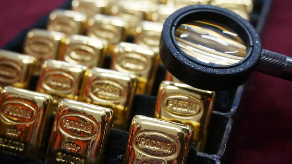 В случае с обезличенными металлическими счетами клиент не обладает реальным металлом — воспользовавшись услугой открытия ОМС, он привязывает вложенные деньги к курсу золота