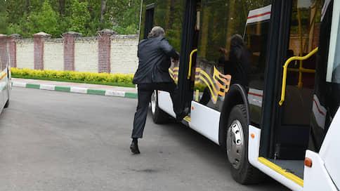 Автобус встал на перекрестке  / Реформа