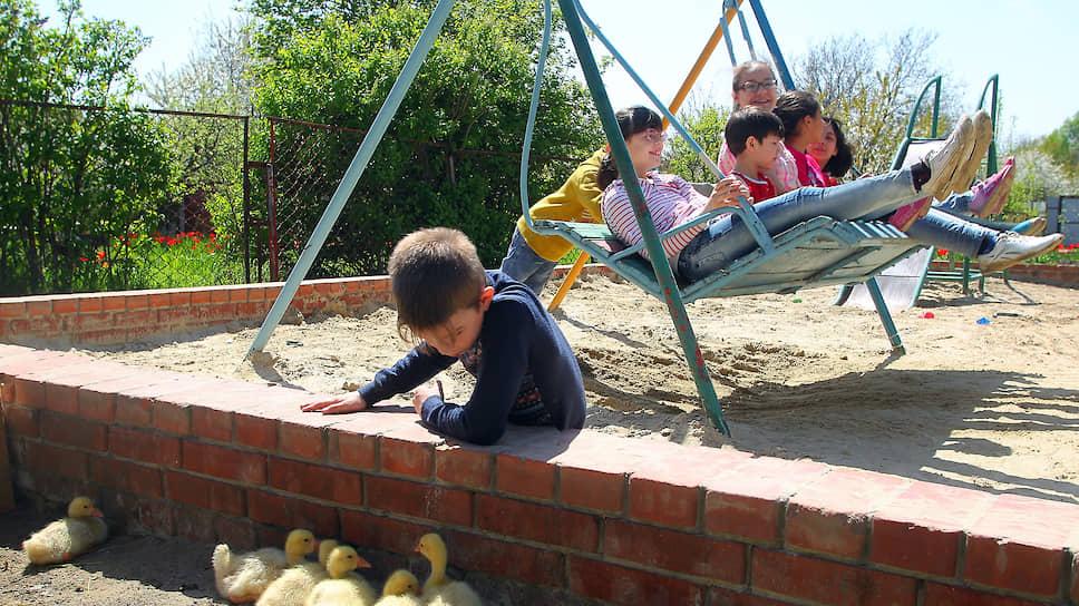 Дети, у которых есть несколько братьев или сестер, принимаются в государственные детские сады в первоочередном порядке