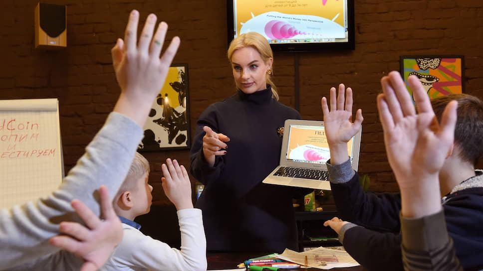 Для появления педагогических кадров нового формата необходимо переподготовить управленческие команды образовательных учреждений, стимулировать освоение новых методик и технологий через сертифицирование педагогов