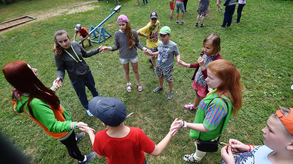 В настоящее время в Петербурге и Ленобласти работает более 70 загородных оздоровительных стационарных лагерей для детей