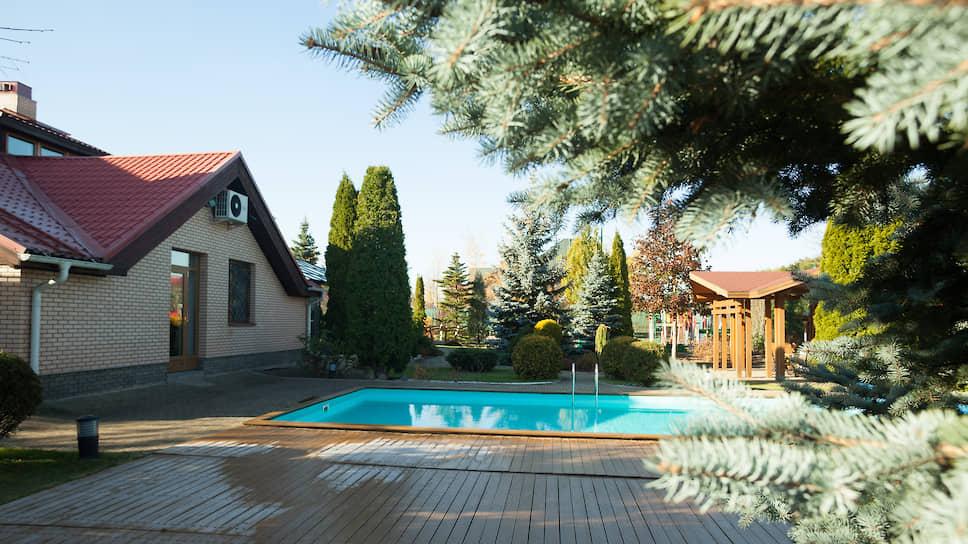 У арендаторов дорогой недвижимости в связи с вынужденной самоизоляцией появились требования к наличию бассейна. Это самое главное, чего раньше в перечне запрашиваемых опций не было
