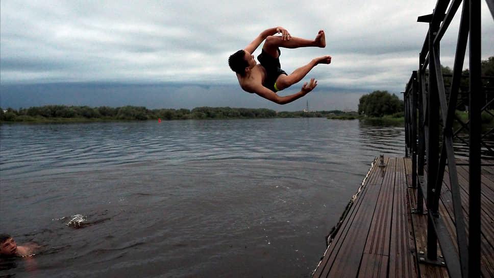 Жители Петербурга в невыездные месяцы стремились в северные города и на восток России, а тягу к морю утоляли в реках и озерах соседних регионов