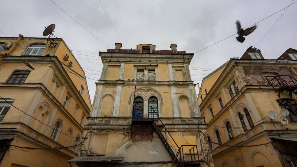 Амбициям инвесторов в Петербурге мешает кризис власти. Ее неспособность сформулировать исполнимые договоренности нередко уже на старте превращает громкий проект в долгострой