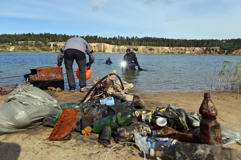 С января по июль в водоемах Петербурга было собрано и вывезено на утилизацию 2407 куб. м мусора