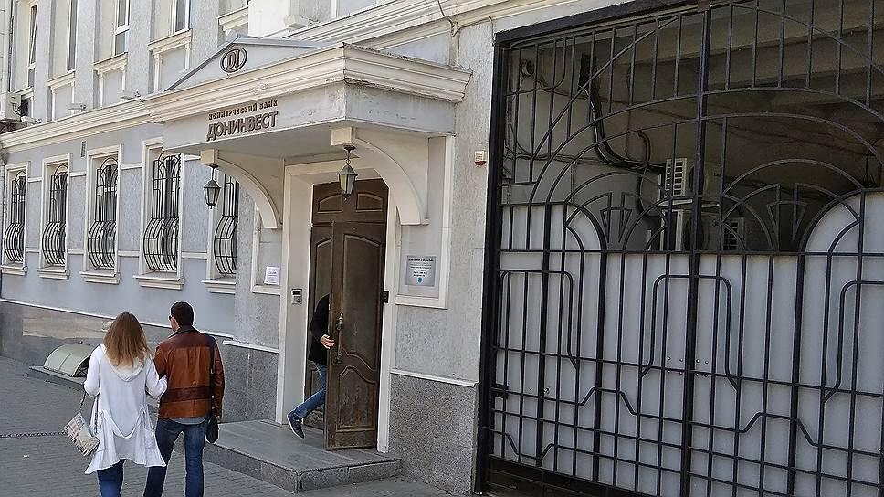 Шоумен служил кулисой / Андрей Разин отрицает участие в управлении банком «Донинвест»
