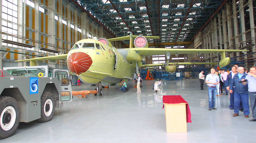 Авиатора завели на посадку со второго раза / Вступил в силу приговор экс-гендиректору ТАНТК имени Бериева Игорю Гаривадскому