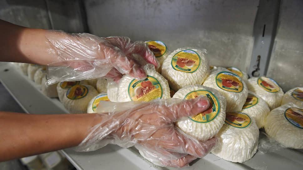 Адыгейский сыр покидает сети / Розницу вынуждают отказаться от продукта из других регионов
