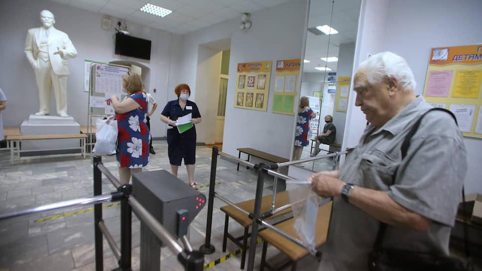 Поправки поддержали явочным порядком / На Дону установлен собственный рекорд активности избирателей