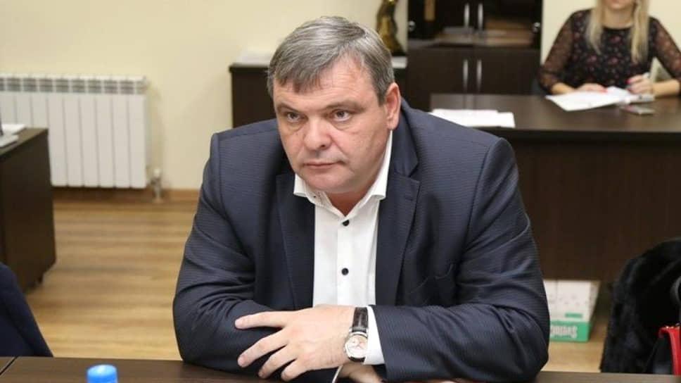 Бывший вице-мэр Сочи попал под высокое напряжение / Чиновнику вменили в вину разрешение на строительство на земле, отведенной под ЛЭП