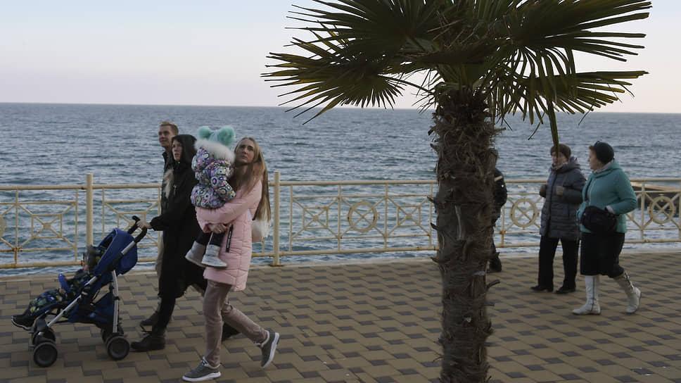 Туристов тянет к морю / Они провели праздники на российском побережье